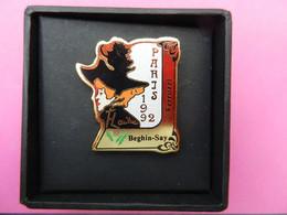 Vend Pin's Beghin-Say Numéroté 353 Exposition Toulouse Lautrec Grand Palais 1992 Dans Son écrin Peinture - Personaggi Celebri