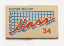 Pin's UNSS 34 - Union Nationale Du Sport Scolaire - J694 - Pin's & Anstecknadeln