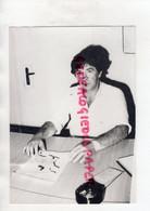 23-   AUBUSSON -CHRISTIAN FARJON CREATEUR DE SOLITOL UNE REUSSITE   -RARE PHOTO ORIGINALE GUINOT  1986 - Identifizierten Personen