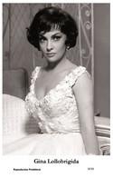GINA LOLLOBRIGIDA - Film Star Pin Up PHOTO POSTCARD - 18-36 Swiftsure Postcard - Cartoline