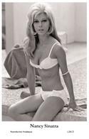 NANCY SINATRA - Film Star Pin Up PHOTO POSTCARD - L241-2 Swiftsure Postcard - Cartoline