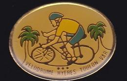 66984- Pin's.Hyères.Toulon.Velodrome.Cyclisme. - Ciclismo