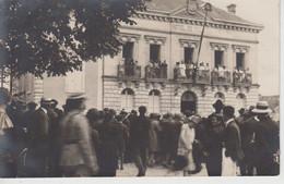 CPA Photo Mézin - Fête Du 15 Août 1928 - Les Reines Sur Le Balcon De La Mairie (très Jolie Animation) - Francia