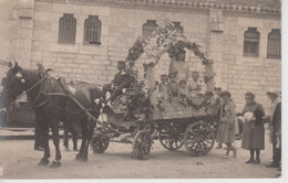 CPA Photo Mézin - Un Char Fleuri De La Fête Du 15 Août 1928 (très Jolie Animation Devant Un Côté De L'église St-Jean) - Francia