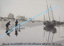 Photo DE PANNE Artistes Peintres Schilder Plage Vers 1900 Bateau De Pêche Visser Vissers Pêcheurs - Luoghi