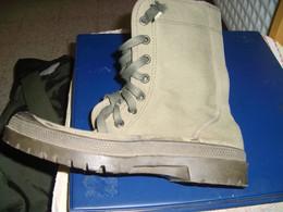 MILITARIA , Chaussure Genre Pataugas , Neuve Pointure 40 - Uniforms