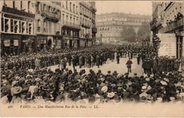 CPA Paris 2e - Une Manifestation Rue De La Paix (53496) - Manifestazioni