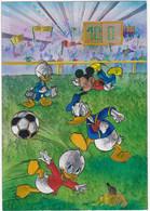 Disney : Donald Mickey Et Picsou : Jouant Au Foot Ball : Imitation Relief : Couleurs Magiques  ( C.p.m. - Grand Format ) - Altri