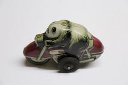 Rare Panda On Motorcycle Sheet Metal Toy MF 652 Friction Made In China 1960s - Moto Panda Métal à Friction Chine - Jouets Anciens