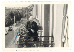 Photo Amateur Metz , 11 Rue Rabelais, Femme âgée Sur Balcon - Luoghi