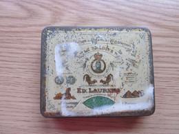 Old Tin Box Manufacture De Cigarrettes Egyptiennes Le Khedive Ed Laurens - Empty Tobacco Boxes