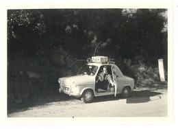 Photo Automobile Vespa 400, Route Des Vacances Février 1962 ( Valises Et Skis Sur La Galerie ! ) - Automobili