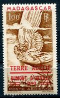 T. A. A. F PA N°1 ** TIMBRE AERIEN DE MADAGASCAR AVEC SURCHARGE ROUGE - Terres Australes Et Antarctiques Françaises (TAAF)