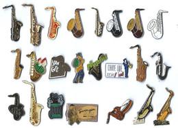 M2 - SAXOPHONES - LOT De 23 Pin's Différents - Musica