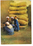 CPA. Maroc IFNI.   Hommes Aux Couffins.     Pub Au Dos. (AA1.30) - Reclame