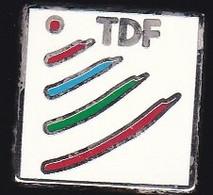 67043- Pin's..TDF.TéléDiffusion De France. Numérique. Audiovisuel.signé Proderam - Medien