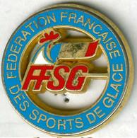 Pin's FFSG Fédération Française Des Sports De Glace Coq Tricolore - Pin's & Anstecknadeln