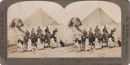 1228 Stereofoto (photo Stéréo) Aus Dem Jahre 1902 Von Griffith & Griffith - Ägypten, Touristen Bei Den Pyramiden - - Stereoscoop
