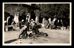 ALGERIE - SAHARA - BOU-SAADA - LES ARTISANS CORDONNIERS - Algérie