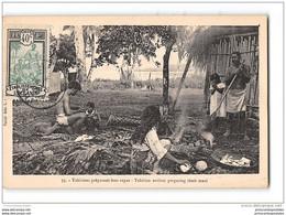 CPA Tahitiens Preparant Leur Repas - Polynésie Française
