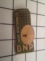 715e Pins Pin's / Rare & Belle Qualité THEME BANQUES / BNP MAINE MONTPARNASSE ANTENNE SATELLITE Et Amendes Géantes ! - Banks