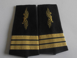 Fourreaux Grade Capitaine Neuf Armée De L'air - Uniforms