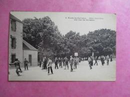 44 PONTCHATEAU ECOLE DU CALVAIRE COUR DE RECREATION ANIMEE JEUNES GARCONS JEUX - Pontchâteau
