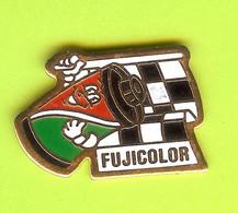 Pin's Fujicolor Drapeau À Damiers  - 6D30 - Fotografia
