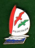 Pin's Voilier Fujicolor  Zamac  Arthus Bertrand - Arthus Bertrand
