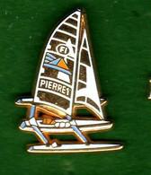 Pin's  Voilier  F1 Pierre 1er  Zamac  Arthus Bertrand - Arthus Bertrand