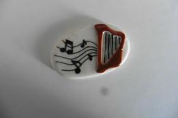 Fève Brillante En Porcelaine - La Harpe - Notes - Instruments De Musique - Fèves