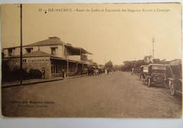 C. P. A. : MAURITIUS , ILE MAURICE : Route Du Jardin Et Succursale Des Magasins Réunis à CUREPIPE, Animé - Mauritius