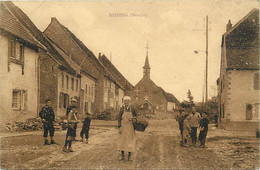 - Moselle -ref-57406- Dieding - Rue - Femme Et Son Panier - - Altri Comuni