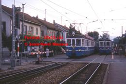 ReproductionPhotographie DeTramway BLT17 à Un Passage à Niveau à Bâle En Suisse En 1978 - Reproductions