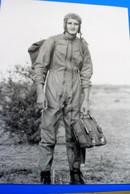 WW2 PARACHUTISTE OU AVIATEUR AU SOL-Photographie Photos Photo Reproduction Moderne☛☛ 1940 Années(±)GUERRE 39/45 - Reproductions