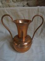 Ancien - Petit Vase Amphore En Cuivre Verni Création PG Villedieu - Koper