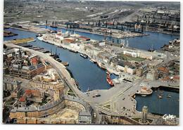 Dunkerque.  Vue Generale Du Port. Au Premier Plan L'Hotel De Ville - Vue Aerienne  CPSM GF    Edit  Artaud - Dunkerque