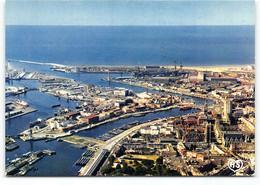 Dunkerque. Le Port. A Droite Le Minck Hotel De Ville Et Le Beffroi .  Edit AS Cliché Sagot - Dunkerque