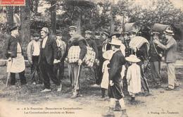A La Frontière - Douaniers Et Contrebandiers - Les Contrebandiers Conduits Au Bureau - Très Bon état - Sonstige Gemeinden