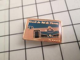 319 Pins Pin's / Rare & Belle Qualité THEME SPORTS / AUTOMOBILE CIRCUIT DU VAL DE VIENNE F1 - Automobilismo - F1