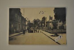 19 Correze Egletons Carte Photo Bombardements Une Rue Avec Des Personnages ( Carte Gondolee Voir Description ) - Egletons