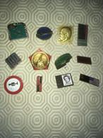 BROCHES Ou BADGES De RUSSIE Epoque 1974 LOT 2  (12 Objets Différents Thèmes) - Pin