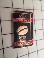 1619 Pins Pin's / Rare & Belle Qualité THEME BOISSONS / LA MAISON DU CAFE SAVEUR NOIRE CAFES TROTTET - Handbal