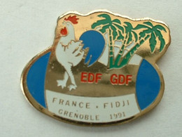 Pin's RUGBY - FRANCE / FIDJI - GRENOBLE 1991 - EDF / GDF - COQ - Rugby