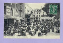 CPA 35 SAINT MALO 57 La Place Chateaubriand -Animée - Voyagée-2 Scans - Saint Malo