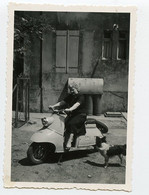 Snapshot Rare Superbe Femme Woman Scooter Vespa à Situer Identifier - Anonymous Persons