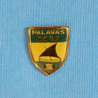 1 PIN'S //  ** RUGBY À XV / PALAVAS / OCCITANIE ** - Rugby