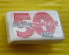 Fève  - Intermarché Les 50 Ans - N° 6 / 50 En Rouge  - Réf AFF 2020 30 - Fèves
