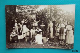 Carte Photo : Groupe De Jeunes Femmes En Costumes - Cueillette ? Théâtre ? - Fotografía