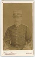 """CDV Circa 1890. Portrait D'un Militaire Par Victor Pinçon à Brest. Capitaine. Insigne """" Douaniers Et Forestiers """". - Oud (voor 1900)"""